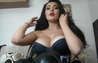 A filme pornô com mulher virgem super Boazona tem um grande rabo.