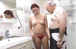 Cheerleader Loira Com A Rata Apertada vídeo pornô só de mulher Fodida