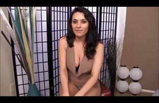 Quatro travestis se excitam vídeo de pornô em desenho com creme