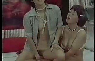 Enfermeira asiática filme pornô só com mulher apanhada a masturbar-se no escritório com brinquedos.