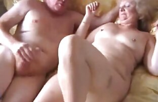 Uma mulher enorme, com videos caseiros novinhas tetas, faz sexo e cavalga pilas.