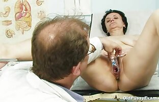 Chemale exótica de Busty acaricia-lhe as mamas e o vídeos pornô Coccut
