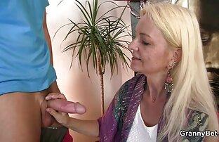MenOver30 Papás Gay A brincar com o anel da Pila durante a vídeo pornô de menina novinha sessão de fotos