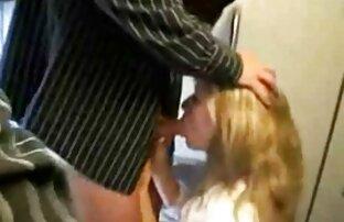 Dois Shemales quentes vídeo pornô das coroas e um tipo muito feliz.