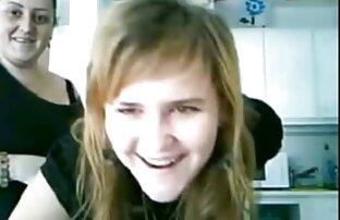 Sexy dark-haired amateur milf gosta de uma vídeo pornô para assistir pila grossa (vídeo de estreia)