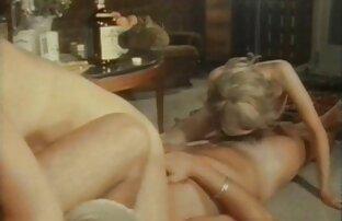 Jovens hunks encontram-se para dar uma queca quente no interior vídeo de sexo pornográfico