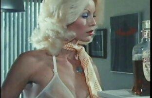 Twinks vídeo de pornô de gretchen de dois encontros metem-no na cozinha.