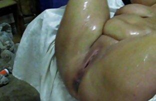 O shemale Moreno acaricia quero vídeo pornografia a sua enorme carne