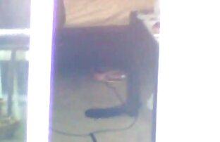Os pés adoram o quero um vídeo de pornô twinky a trabalhar até ele se vir