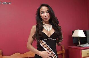 Linda jovem loira entrevistada antes de video sexo samba se masturbar