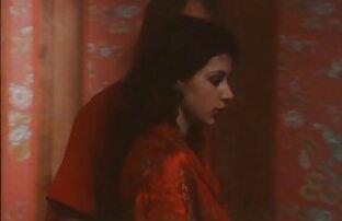 A Esposa xvideo cantora Japonesa EMI Sasaki masturba-se à noite, sem censura.